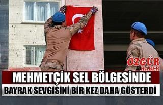 Mehmetçik Sel Bölgesinde Bayrak Sevgisini Bir Kez...