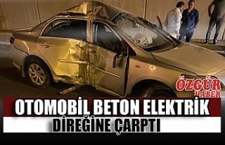 Otomobil Beton Elektrik Direğine Çarptı