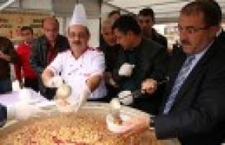 Afşin Belediyesi Aşure İkramı Yaptı