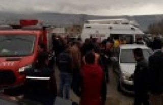 Araçta Sıkışan Kazazedeleri Büyükşehir İtfaiyesi...