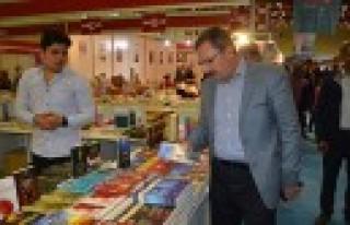 Başkan Aydın, Kitap ve Kültür Fuarını Ziyaret...