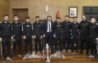 Başkan Erkoç: Güreşçilerimizden Olimpiyat Şampiyonluğu...