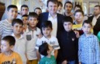 Erkoç'tan Namaz Şenliği Çocuklarına Hediye