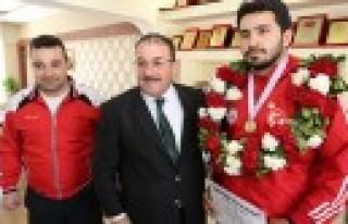Başkan Güven'den Balkan Şampiyonuna Ödül