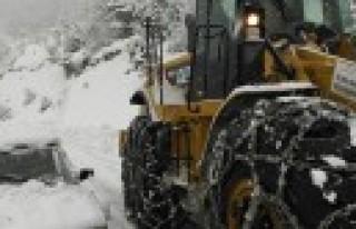 Büyükşehir, İlçe Yollarında Karları Temizliyor