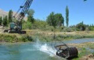 Ceyhan Nehri Temizleniyor
