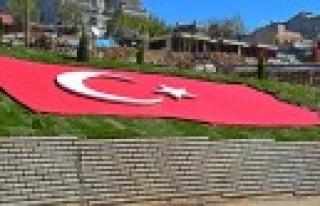 Dulkadiroğlu'ndan 140 Metre Karelik Türk Bayrağı