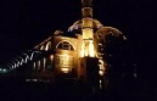 Dulkadiroğlu'ndan Şeyh Adil Camii'ne Özel Aydınlatma