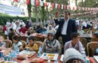 Erkoç İftarını Türkoğlu'nda Açtı