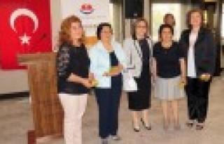 Gönüllü Öğreticilere Teşekkür Belgesi Verildi