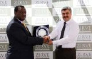 Güney Afrika Büyükelçisi Zirve'ye Hayran Kaldı