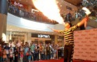 Jonglör ve Akrobasi Show Nefesleri Kesti