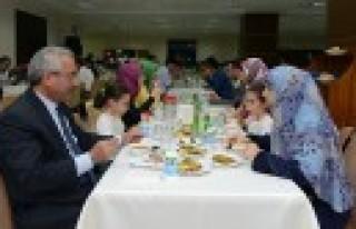 KSÜ Akademik Personeli, İftar Yemeğinde Bir Araya...