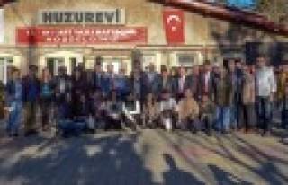 KSÜ Öğrencileri Yaşlılar Haftasında Büyüklerini...