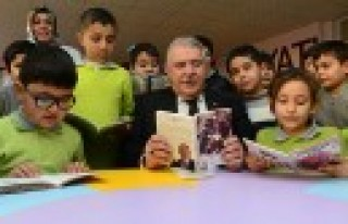 Mahçiçek, Çocuklarla Birlikte Kitap Okudu