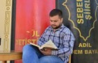 Öğrenciler Yazı, Kıraathane'de Kitap Okuyarak...