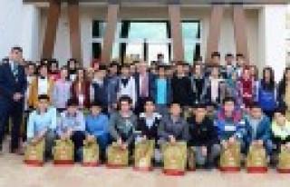 Onikişubat, Öğrencilere Teog Sınav Seti Hediye...