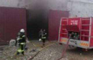Tekstil Fabrikasındaki Yangına Hızlı Müdahale
