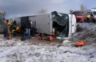 Trafik Kazasında Otobüste Sıkışan Yolcuları...