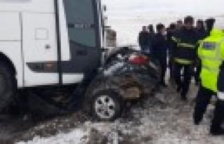 Yolcu Otobüsü İle Otomobil Çarpıştı: 1 Ölü,...