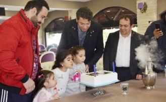 Hakan Taşıyan Doğum Gününü Akdo'da Kutladı