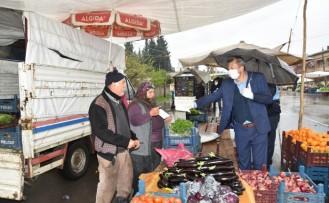 Pazar Esnaflarından İşgaliye Ücreti Almayan Türkoğlu Belediyesi Eldiven ve Maske de Dağıttı