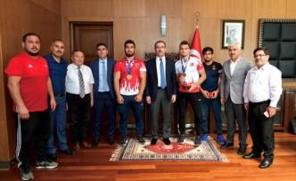 Şampiyon Güreşçilerden Başkan Güngör'e Ziyaret