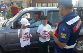 """Çocuklar Trafikte Hata Yapan Sürücülere """"Kırmızı Düdük"""" Çalacak"""