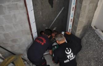 İnşaat İşçisi Asansör Boşluğuna Düştü