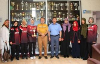 Türkiye Üçüncüsü Liseli Kızlardan Kabakcı'ya Ziyaret