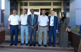 Somali Eski Bakanı KSÜ'yü Ziyaret Etti