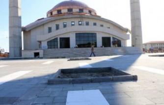 Merkez Camii'de Çevre Düzenlemesi Tamamlandı