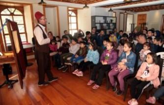 Maraş'ın Kahramanlığını Çocuklara Hikayelerle Anlatıyor