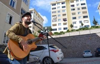Müzik Bölümü Öğrencisinden Evde Kalanlara Moral Konseri