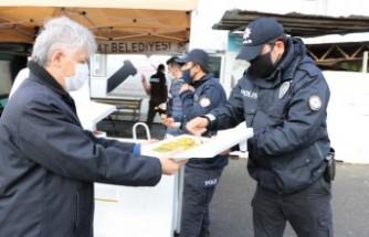 MADO'dan Polislere Tatlı İkramı