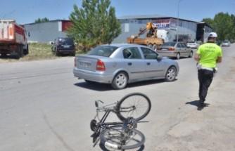 Elbistan'da Kaza! Bisiklet Otomobile Çarptı