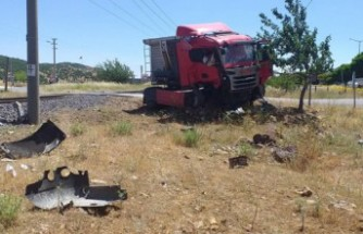 Türkoğlu'nda Tren Tırı Ezdi Geçti, 1 Ölü
