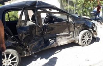Kahramanmaraş'ta 2 Otomobil Çarpıştı! 1 Ölü, 4 Yaralı