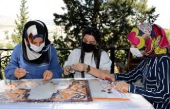 """Kahramanmaraş'ta """"Sanatsal Mozaik Sergisi"""" Açıldı"""