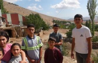 Afşin'in Kırsal Mahallesinde Öğrenciler Evlerine İnternet İstiyor