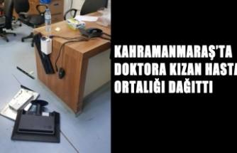 Genç Kız, Hastanede Doktora Kızıp Masasını Dağıttı