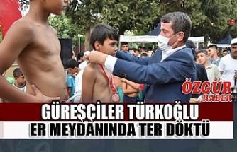 Güreşçiler Türkoğlu Er Meydanında Ter Döktü