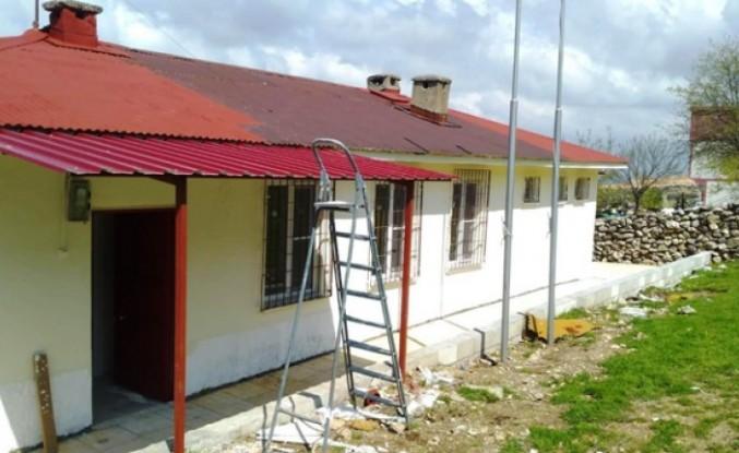 Aile Sağlığı Merkezinin Çatısından Düşüp Yaralandı