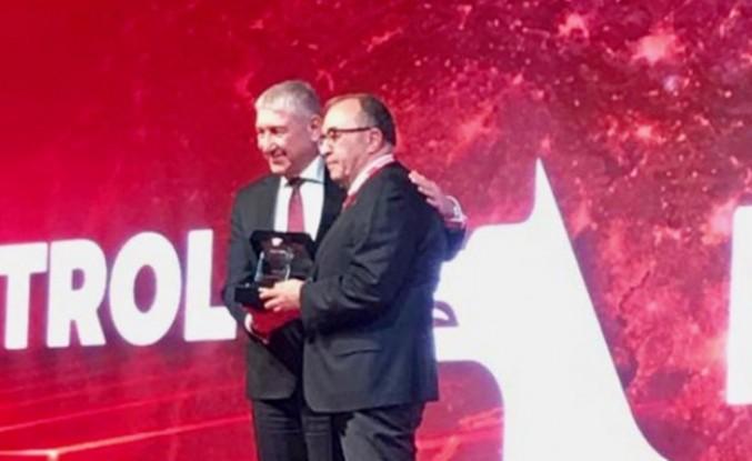 Petrol Ofisi'nden Sermet Çuhadar'a Ödül