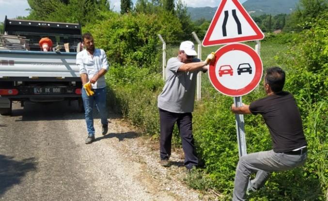 KMBB'den Trafik İşaret Levhaları Çalışması