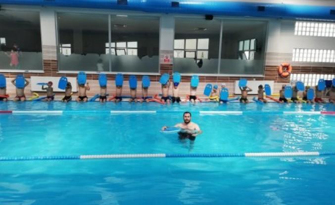 Yaz Programında Yüzme Havuzları Yoğun İlgi Görüyor