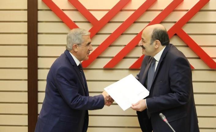 Rektör Can, Atama Kararnamesini YÖK Başkanı Saraç'ın Elinden Aldı