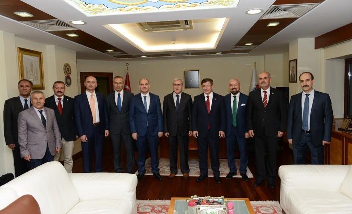 Eski Başbakan Davutoğlu KSÜ'de Gençlerle Bir Araya Geldi