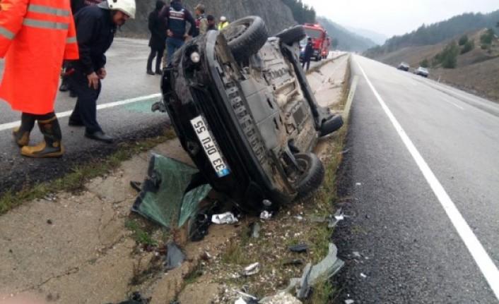 Otomobil Kaygan Yolda Takla Attı
